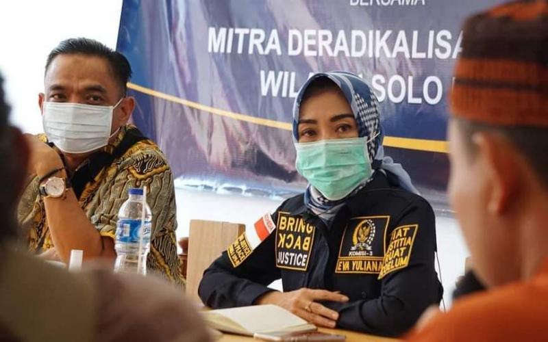 Eva Yuliana MSi, Anggota DPR RI Komisi III saat bersilaturahmi dengan para anggota Yayasan Gema Salam, Solo. Rabu (21-10-2020). (Dok. Istimewa)