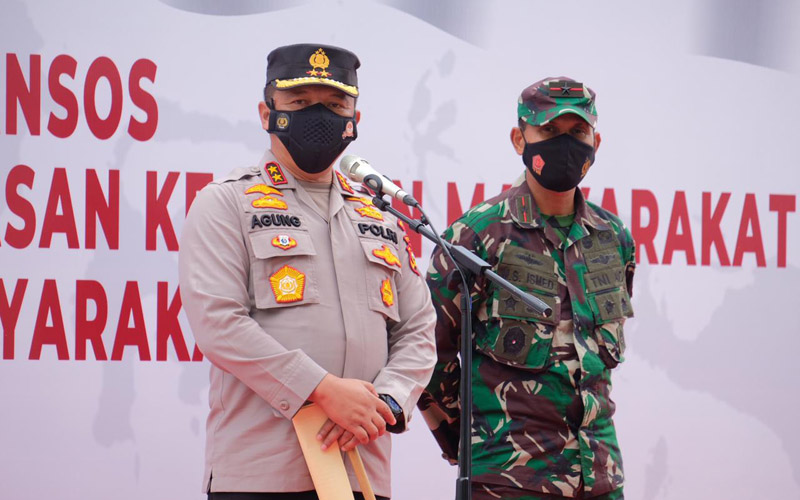 Kapolda Riau Irjen Pol Agung Setya Imam Efendi (kiri) dan Danrem 031 Wirabima, Brigjen TNI M. Syech Ismed (kanan)