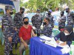 Komandan Pangkalan TNI Angkatan Laut Dumai Kolonel Laut (P) Himawan, MMSMC yang meninjau langsung pelaksanaan Vaksinasi di Balai Pengobatan Pangkalan TNI Angkatan Laut Dumai. (Foto : Halloriau)